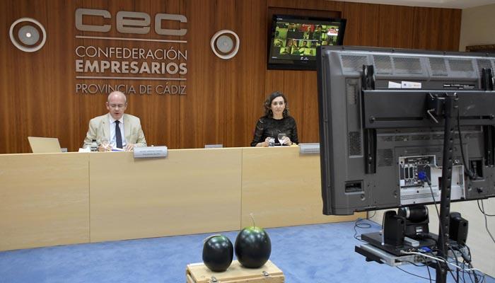 Javier Sánchez Rojas y Carmen Romero, durante la asamblea