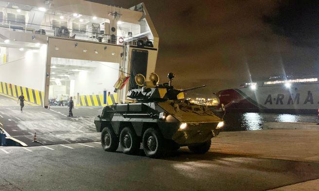 Un Vehículo de Explotación de Caballería (VEC) desembarcando en el puerto de Las Palmas el pasado miércoles. Foto COMGECEU