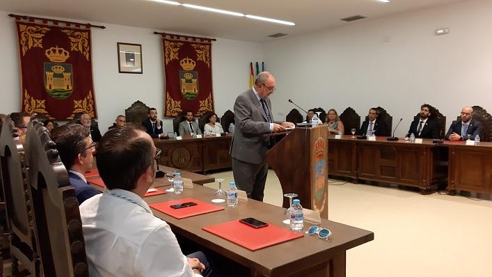 Fernando Aragón, durante su discurso en el pleno institucional de este sábado