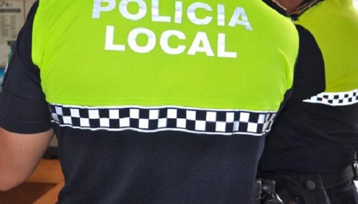 La Policía Local interviene bebidas alcohólicas y tabaco de contrabando