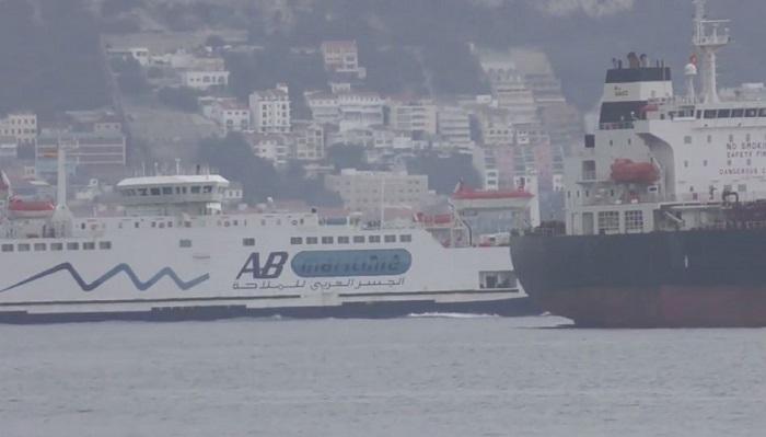 Agaden vuelve a denunciar la contaminación de dos buques en el puerto