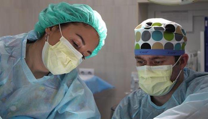 Profesionales sanitarios con mascarillas de protección