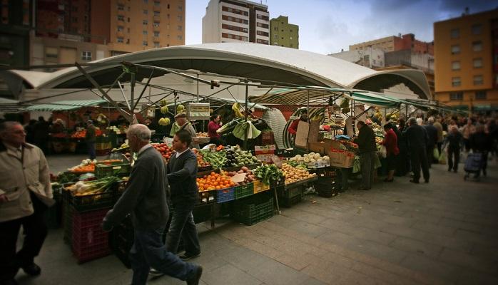 El Ayuntamiento recuerda las medidas para frenar el Covid-19 en el Mercado