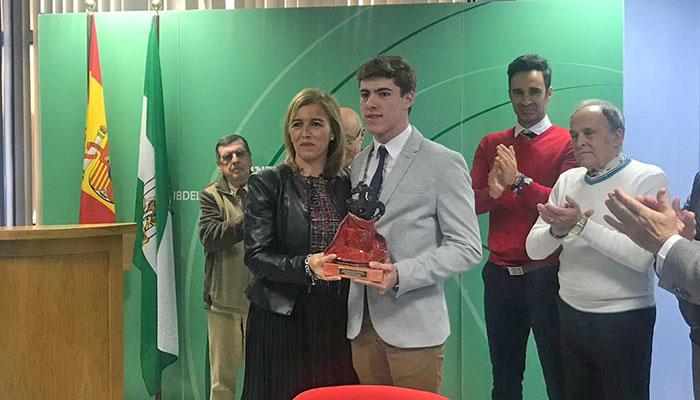 Eva Pajares entregó el premio al joven Francisco Fernández