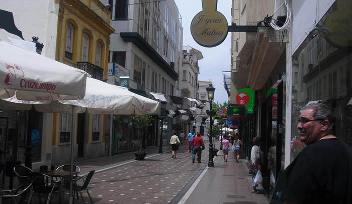 Una foto de archivo de la Calle Real de La Línea de la Concepción