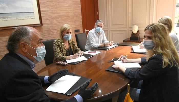 Ana Mestre visita el Ayuntamiento de Algeciras