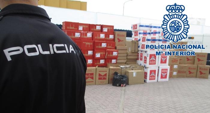 Cargamento de tabaco de contrabando incautado por la Policía Nacional