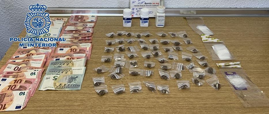 La Policía encontró en la vivienda dinero y varias dosis de hachís