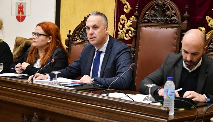 El alcalde, en un pleno del Ayuntamiento de San Roque