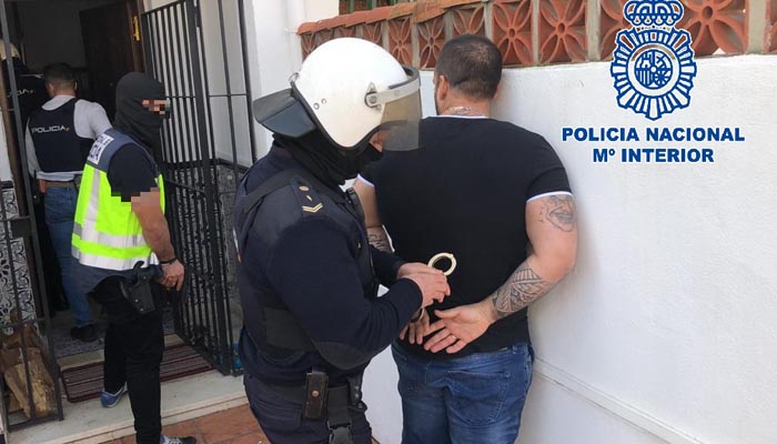 Uno de los arrestados, en el momento de su detención