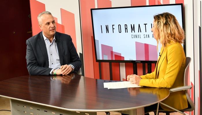 El alcalde, durante la entrevista en la televisión local