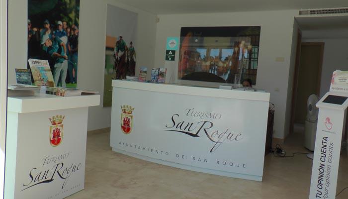 Interior de una de las oficinas de turismo de San Roque