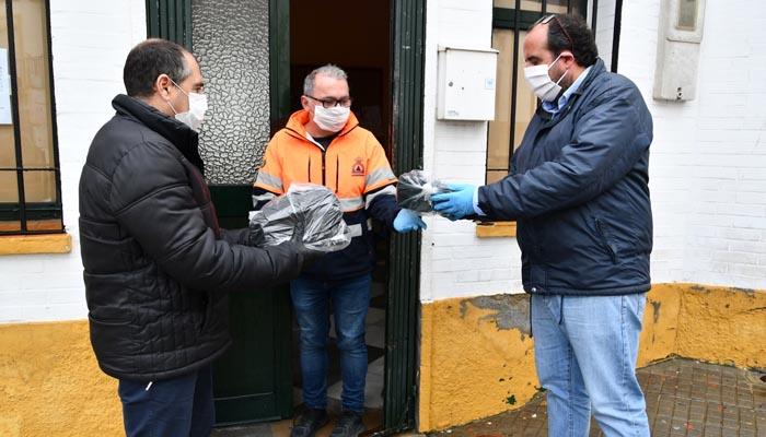 Entrega de las mascarillas en dependencias municipales