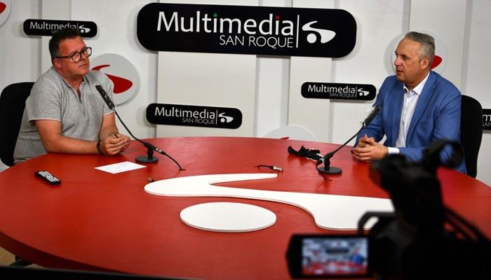 El alcalde de San Roque, en la entrevista para los medios municipales