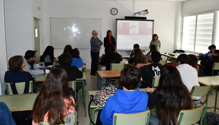 La charla se ha desarrollado hoy en el IES Sierra Almenara