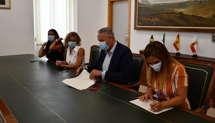 Firma del convenio del Ayuntamiento de San Roque con Aires