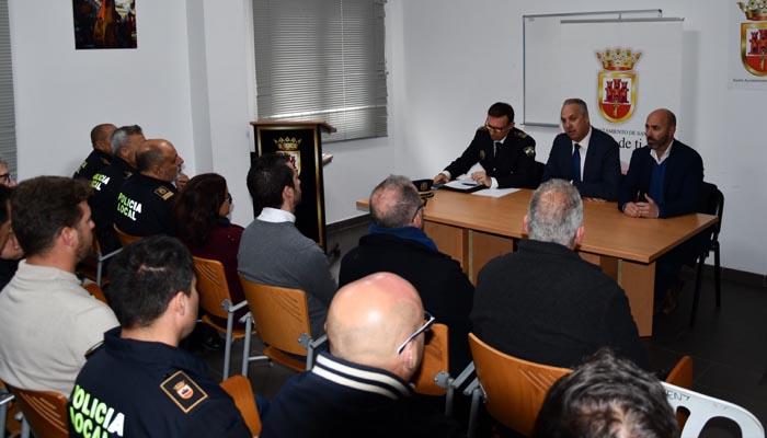 Imagen de archivo de una reunión del alcalde con miembros de la policía