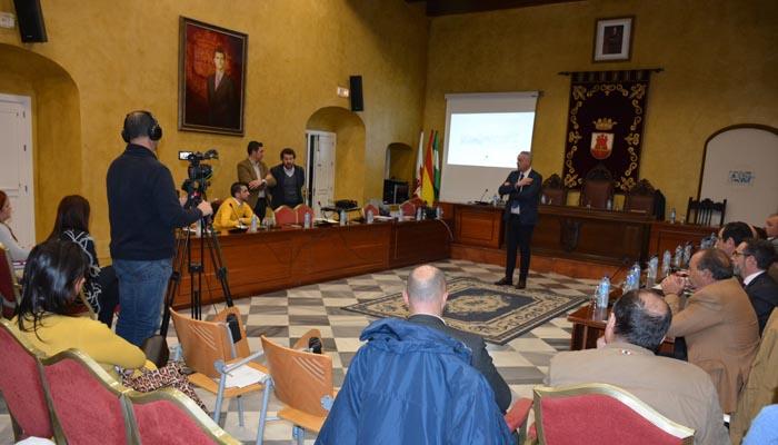 Un instante de la presentación en el Salón de Plenos