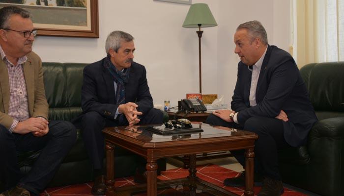 Un instante de la reunión entre el alcalde y el coordinador de la AGE