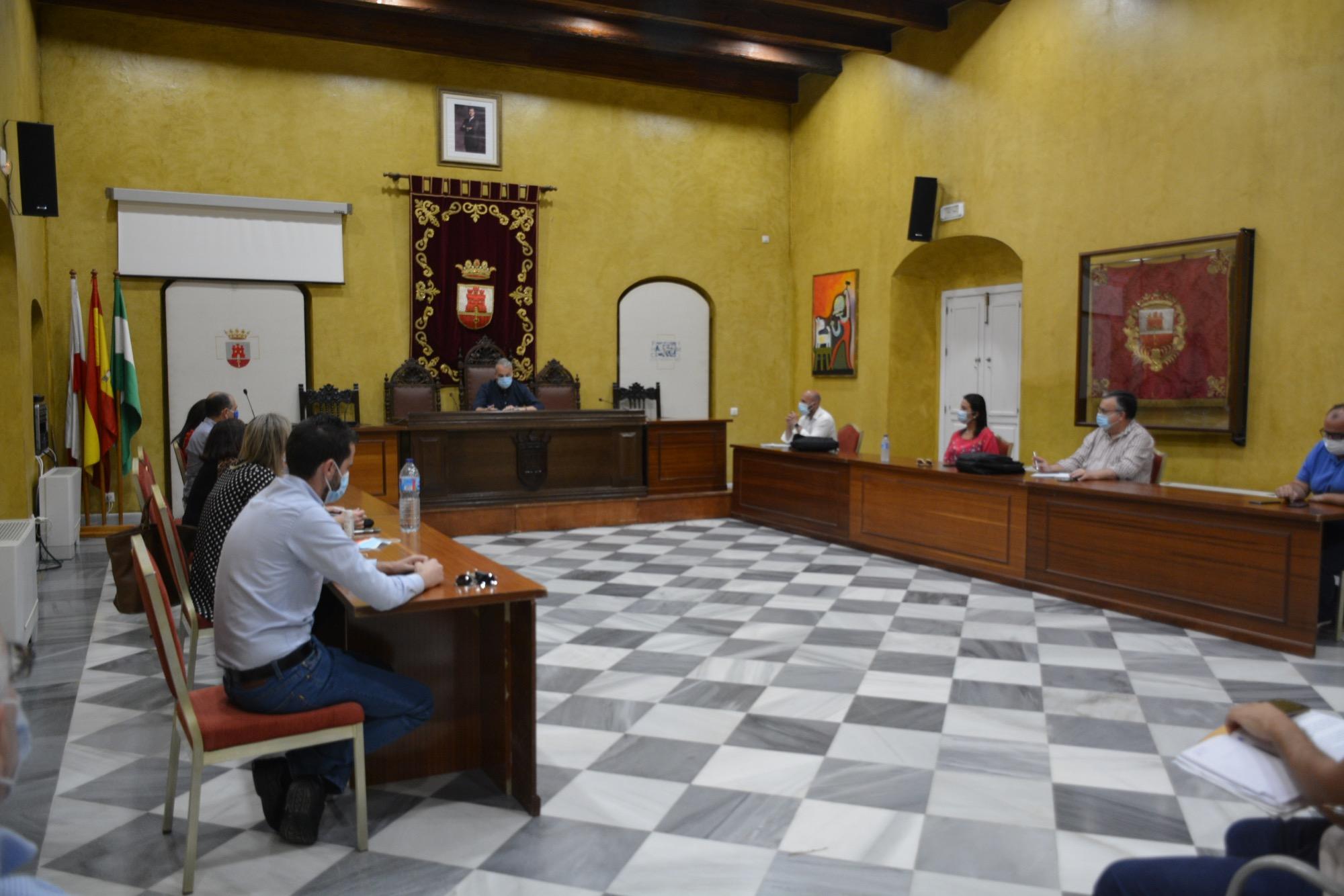 Reunión del equipo de Gobierno en el Salón de Plenos