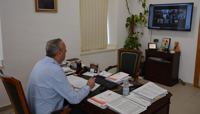 El alcalde de San Roque durante la videoconferencia
