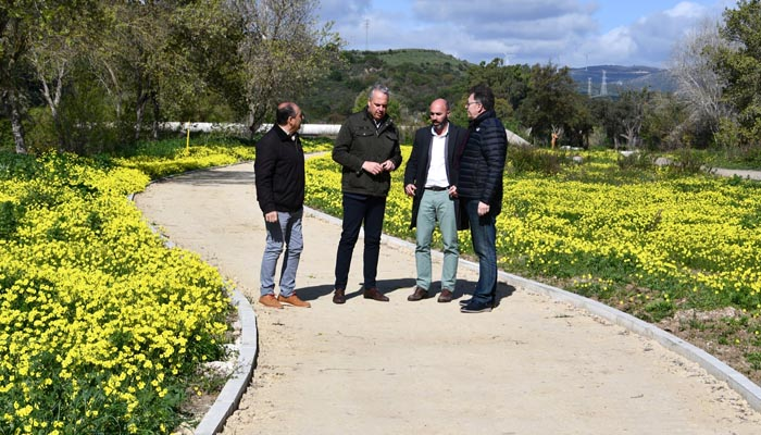 El alcalde de San Roque ha visitado la senda ciclable