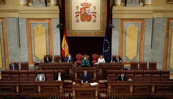 El presidente del Gobierno, Pedro Sánchez, en la tribuna del Congreso de los Diputados