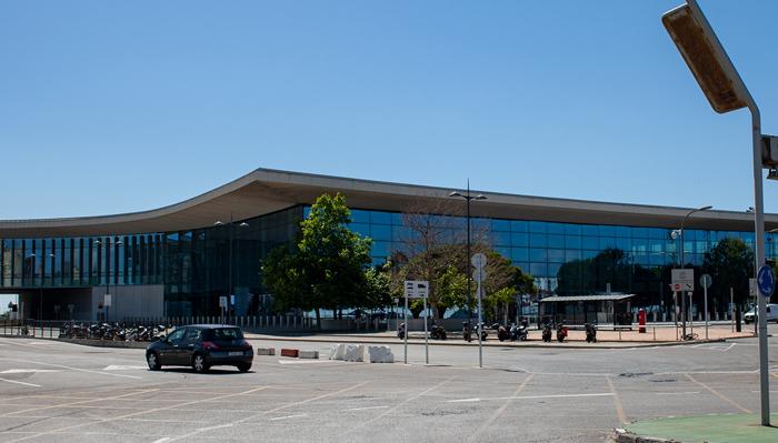 Los familiares deberán esperar fuera de la terminal. Sergio Rodríguez.