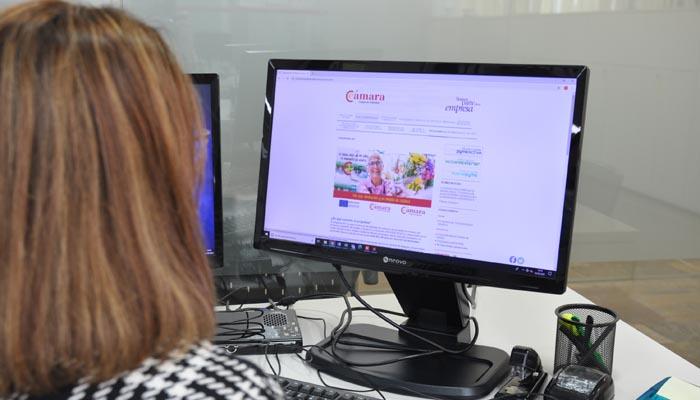 El programa 45+ quiere ampliar las competencias digitales. Foto Cámara de Comercio