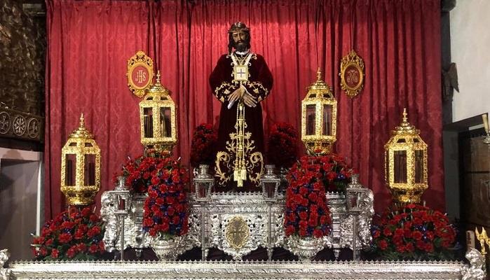 El Besapié al Cristo de Medinaceli llena la capilla de San Isidro