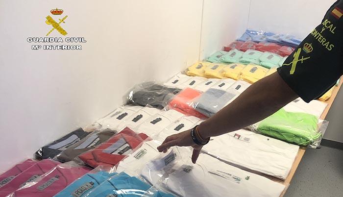 Algunas de las prendas intervenidas por la Guardia Civil a los dos detenidos en San Roque