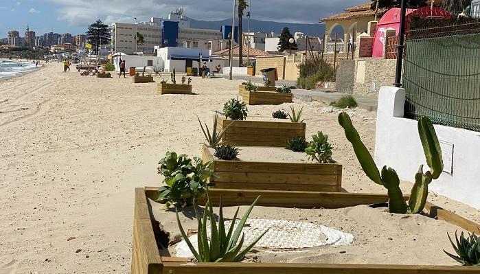 Playas embellece con maceteros parte del arenal de El Rinconcillo