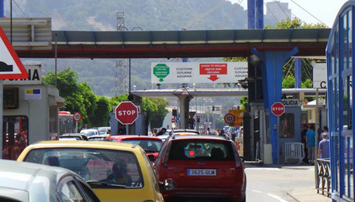 Paso de vehículos por la Verja de Gibraltar
