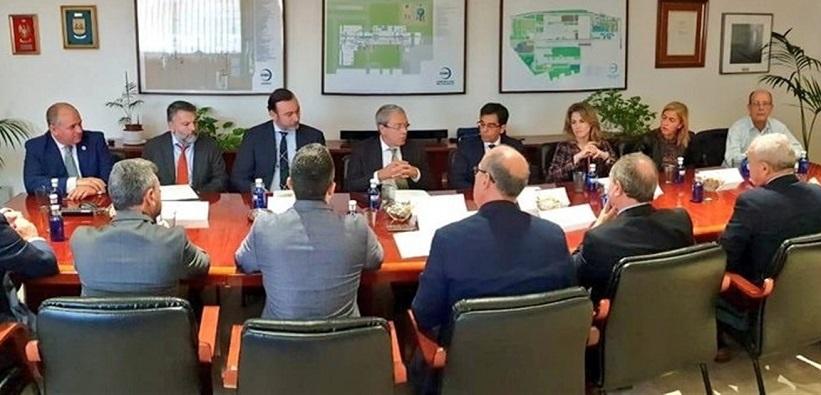 Rogelio Velasco, consejero de Economía, en su reunión con la AGI
