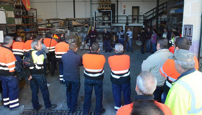 El alcalde, Juan Carlos Ruiz Boix, se dirige a los trabajadores de Emadesa