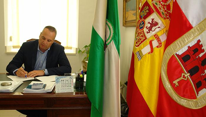 Juan Carlos Ruiz Boix ha criticado la visita del consejero de Hacienda, Juan Bravo
