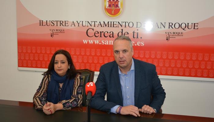 El alcalde junto a la concejal de Tradiciones, María Collado