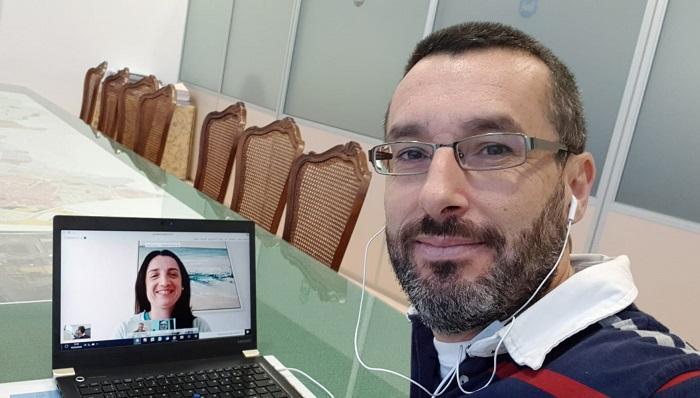 El alcalde de La Línea, esta mañana en videoconferencia con la secretaria general
