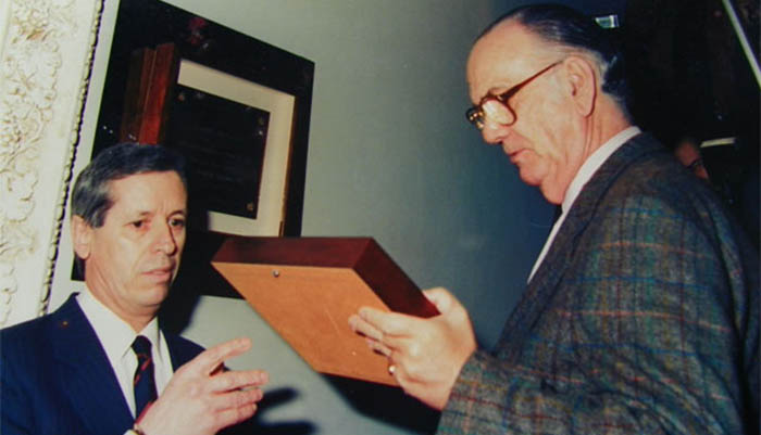 Fernández Gavilán con el novelista Camilo José Cela en Los Remos
