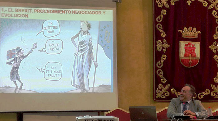 Un momento de la intervención del profesor Del Valle. Foto: LR