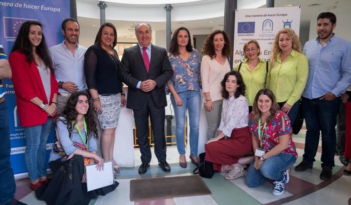 El alcalde, José Ignacio Landaluce, con los participantes