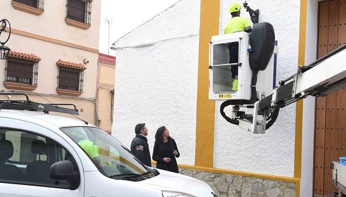 El Ayuntamiento de Algeciras repone los faroles de la iglesia de San Isidro