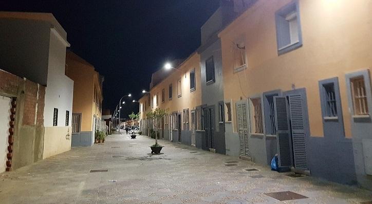 Una calle de La Línea con la nueva iluminación