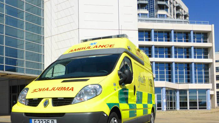 Ambulancia ante el hospital gibraltareño de St. Bernard