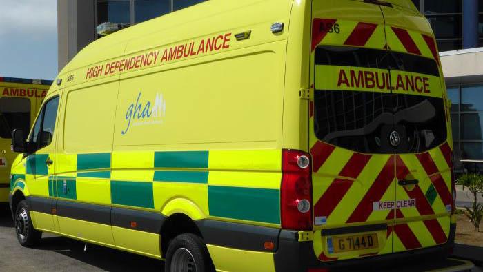 Ambulancia ante el hospital de St Bernard. Foto SR