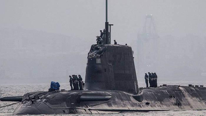 El HMS Ambush llega al puerto de Gibraltar tras su accidente, en una foto de 2016