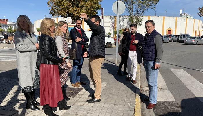 Ana Mestre, junto con la delegada Mercedes Colombo, en la visita a La Línea en noviembre