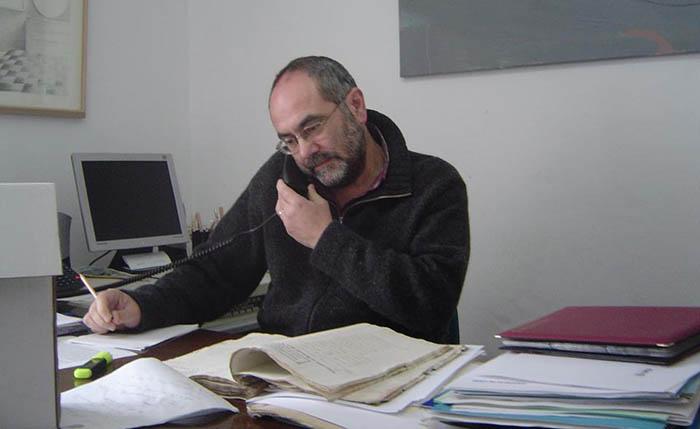 Antonio Pérez Girón en su despacho