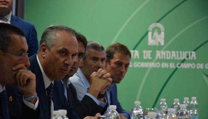 El alcalde de San Roque aporta a la Junta más medidas anti Brexit