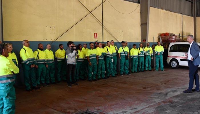 Imagen de archivo del alcalde dando la bienvenida a trabajadores de Amanecer